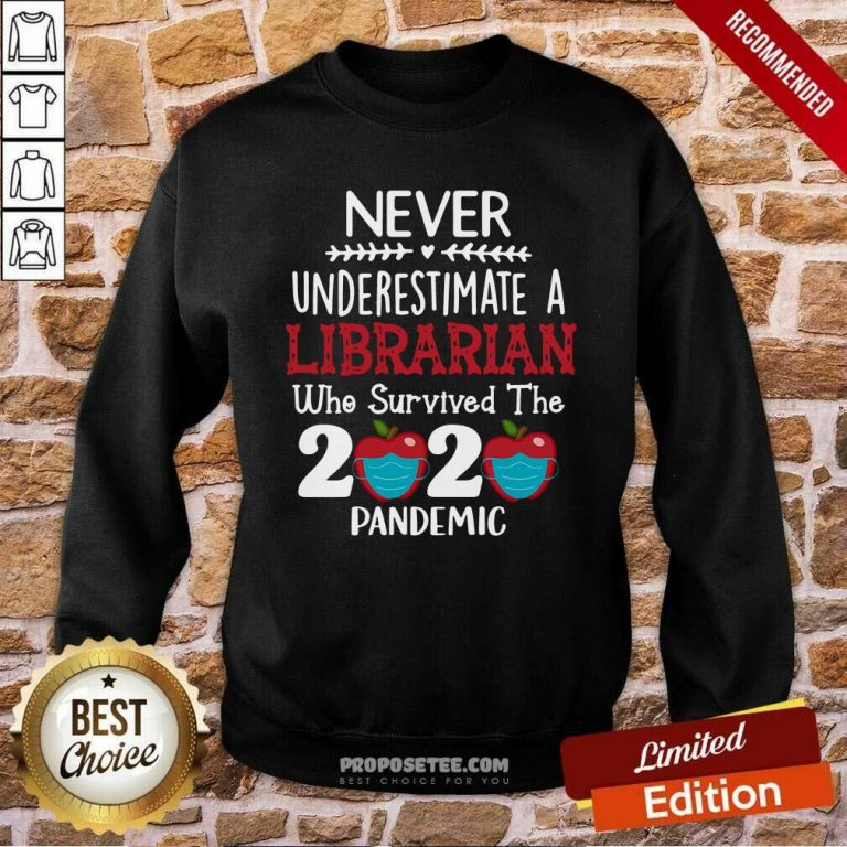 Apple Never Underestimate A Librarian Who Survived 2020 Pandemic Sweatshirt - Design by proposetees.com