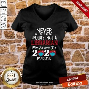 Apple Never Underestimate A Librarian Who Survived 2020 Pandemic V-neck - Design by proposetees.com
